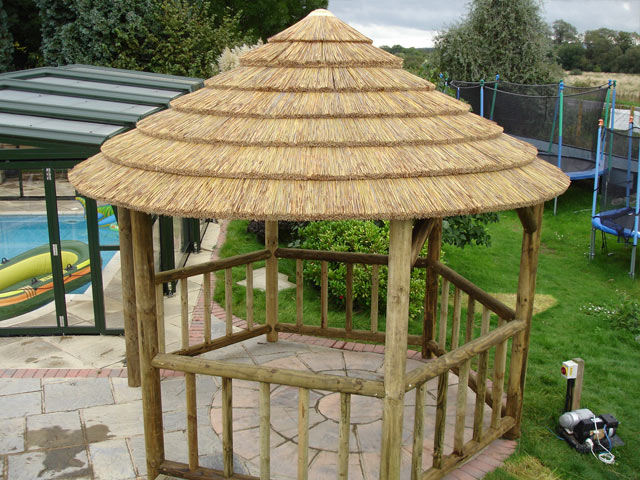 thatched gazebo thatched gazebos uk photo pixelmari roofs for gazebos photo pixelmari. Black Bedroom Furniture Sets. Home Design Ideas